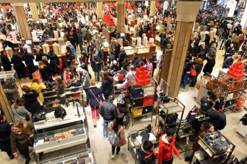 Shopper flock to department stores during holiday season